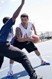 Basketbal Één op  Stock Afbeeldingen