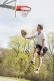 Basketbal Buitensporige Layups royalty-vrije stock afbeeldingen