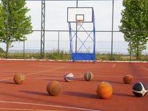 Basketbal en basketbalhof Stock Fotografie