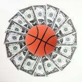 Basketbal en geld Stock Foto's