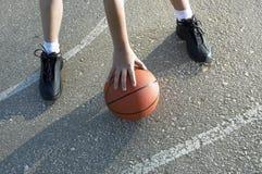 Basketbal op de straat Royalty-vrije Stock Afbeelding