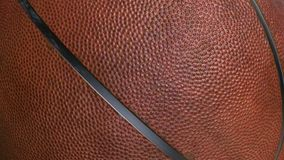 Basketbalbal - 3D sportvoorwerp op het groene scherm wordt geanimeerd dat stock videobeelden