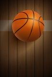 Basketbalbal op vloer Stock Fotografie