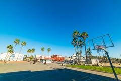 Basketbalhoepel in het Strand van Venetië stock fotografie