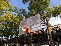 Basketbalhof in de Stad van New York stock fotografie
