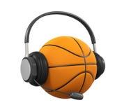 Basketball-Ball mit dem Kopfhörer lokalisiert Stockfotos