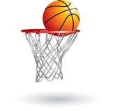 Basketball, der in Netz einsteigt Stockbilder