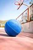 Basketball in der Straße Alte Art Lizenzfreies Stockfoto