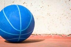 Basketball in der Straße Alte Art Lizenzfreie Stockbilder