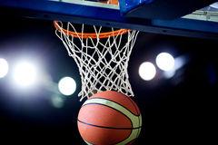 Basketball going through the hoop Royalty Free Stock Photos