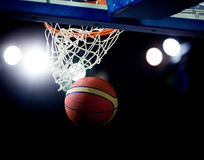 Basketball going through the hoop Royalty Free Stock Images