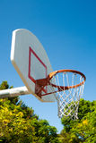 Basketball hoop in a park Royalty Free Stock Photos