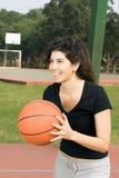 basketball passing vertical woman Στοκ φωτογραφίες με δικαίωμα ελεύθερης χρήσης