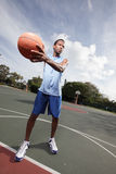 Basketball player passing the ball Royalty Free Stock Photos