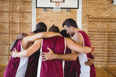 Basketball players forming a huddle Royalty Free Stock Photos