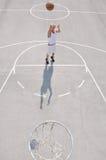 Basketball-Spielerschießen Stockfotografie