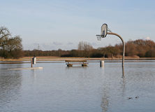 basketballfield洪水 免版税库存照片
