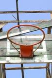 Basketballkorb in der allgemeinen Arena Lizenzfreie Stockfotografie