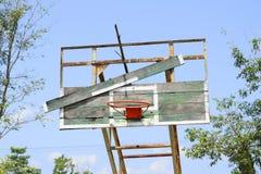 Basketballkorb in der allgemeinen Arena Lizenzfreies Stockfoto