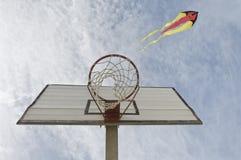 Basketballkorbdetail mit Drachen Stockfoto
