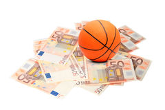 Basketballkugel und Eurogeld Stockbild