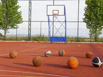 Basketballs and basketball court Stock Photography