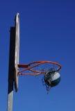 Basketballspielaktion draußen Stockbilder