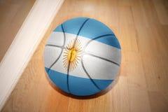 Basketboll med nationsflaggan av Argentina arkivbilder