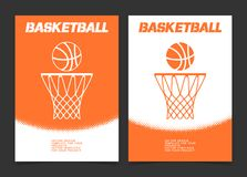 Basketbroschyr eller rengöringsdukbanerdesign med boll- och beslagsymbolen Arkivfoto
