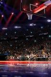 Basketdomstol med folkfanen stadion för arenaregnsport Photoreal 3d framför bakgrund blured i det distancelike långa skottet luta royaltyfri illustrationer