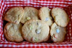 Basketful dei biscotti fotografia stock