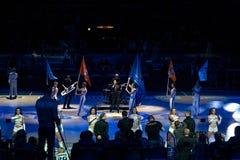 BasketklubbaParma pregame show på den Molot arenan Arkivfoton