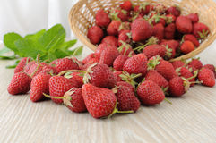 Baskets of strawberries sprinkled on the table Royalty Free Stock Photos