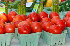 Baskets of tomatoes and asparagus for sale Stock Photography