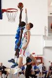 Basketspelare i handling Fotografering för Bildbyråer