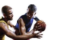 Basketspelare i handling som isoleras på den vita närbilden Arkivbilder