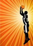Basketspelare på den abstrakta orange bakgrunden Royaltyfri Foto