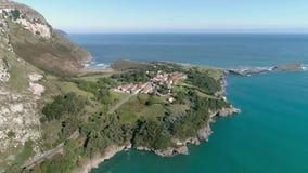 Baskisk antenn 4k för hav för landskustgata lager videofilmer