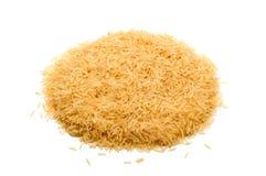 Basmati rijst op een witte achtergrond Stock Afbeelding