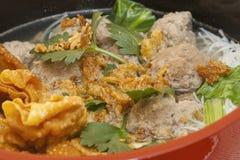Baso sapi (Rindfleischkugelsuppe) Stockbild
