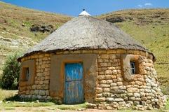basotho传统小屋的砂岩 图库摄影