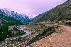 Baspa河在Chitkul村庄- Sangala Vallay, Kinnaur谷,喜马偕尔邦 免版税库存图片
