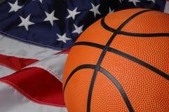 Basquetebol com bandeira americana imagens de stock