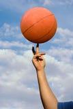 Basquetebol de giro foto de stock