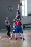 Basquetebol do jogo dos meninos, Orenburg, Rússia Imagens de Stock Royalty Free