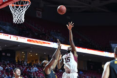 2014 basquetebol do NCAA - ação do jogo do templo de Towson @ Imagem de Stock Royalty Free