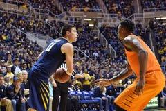 2015 basquetebol do NCAA - estado de WVU-Oklahoma Imagens de Stock Royalty Free
