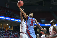 2015 basquetebol do NCAA - templo contra o estado de Delaware Fotos de Stock Royalty Free