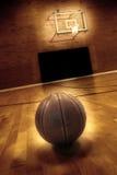 Basquetebol e campo de básquete Fotografia de Stock Royalty Free