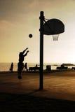 Basquetebol na praia imagem de stock
